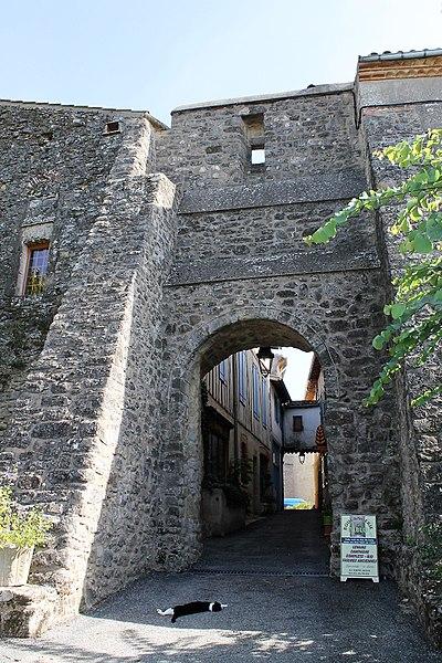 Photo du Monument Historique Porte de ville, dite Porte du Cers situé à Saint-Julia