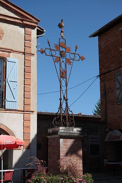 Photo du Monument Historique Croix en fer du 18e siècle situé à Saint-Sulpice-sur-Lèze