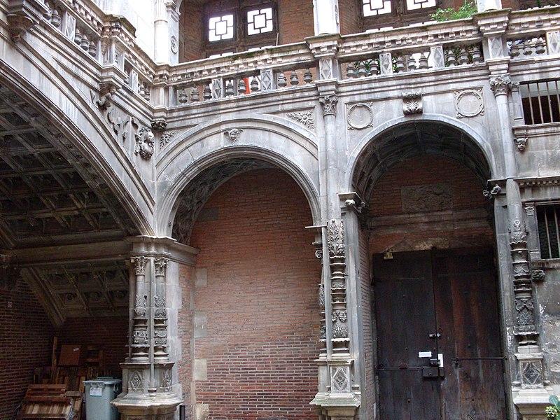 Photo du Monument Historique Hôtel Bernuy situé à Toulouse