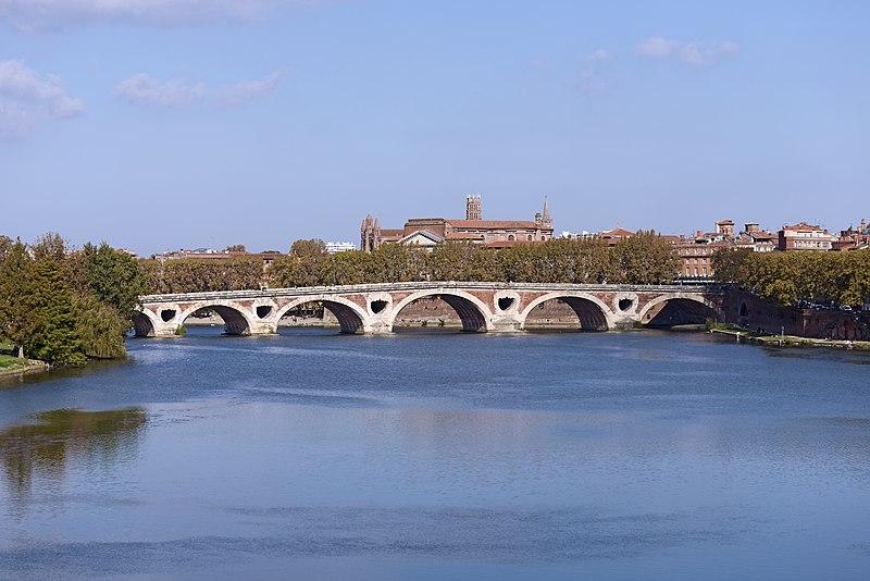 Photo du Monument Historique Pont-Neuf qui assure à la R.D. 124 le franchissement de la Garonne situé à Toulouse