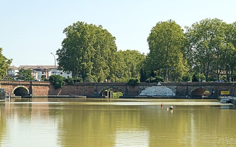 Photo du Monument Historique Ponts jumeaux enjambant le canal du Midi et le canal de Brienne situé à Toulouse