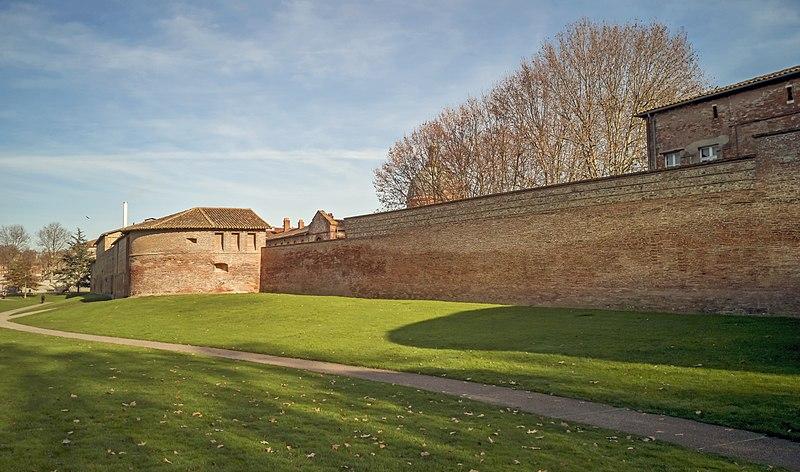 Photo du Monument Historique Anciens remparts Saint-Cyprien situé à Toulouse