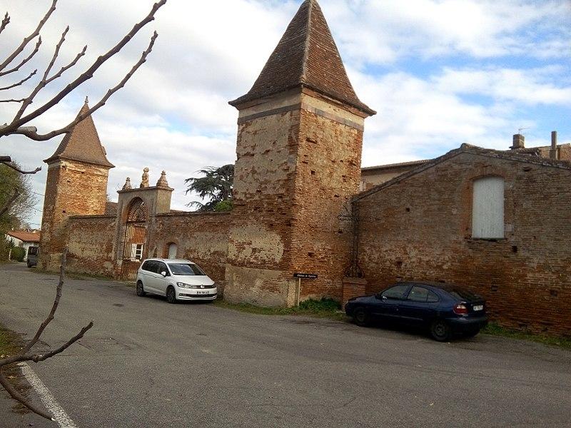 Photo du Monument Historique Château de Vignolles situé à Beaumont-sur-Lèze