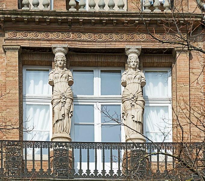 Photo du Monument Historique Immeuble des Cariatides situé à Toulouse