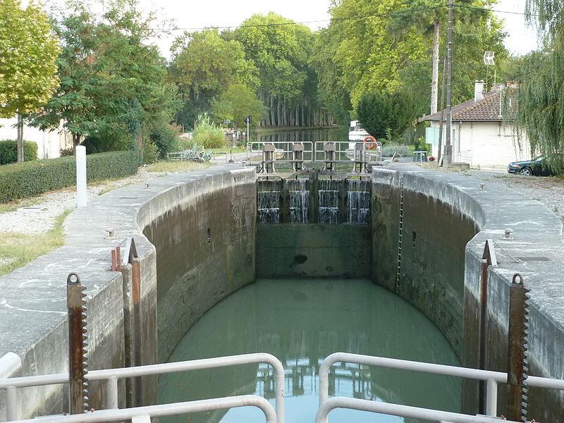 Photo du Monument Historique Canal du Midi : Ecluse et maison éclusière de Castanet ou du Perrier situé à Castanet-Tolosan