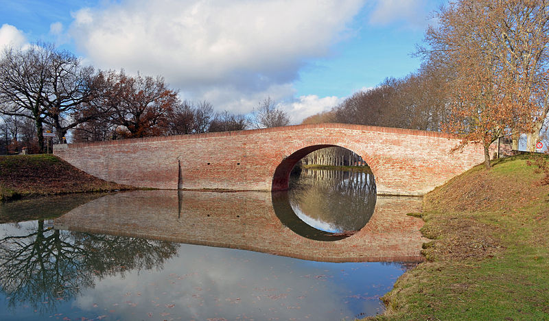 Photo du Monument Historique Canal du Midi : Pont de Deyme (également sur commune de Pompertuzat) situé à Deyme