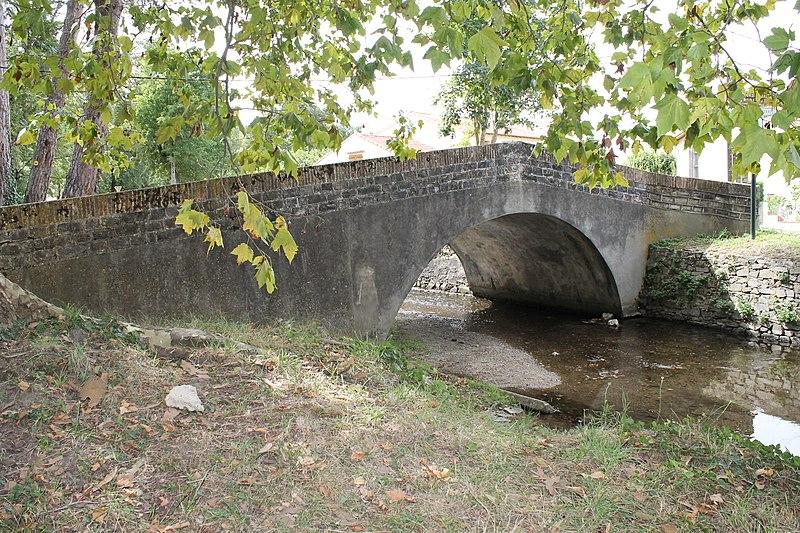 Photo du Monument Historique Pont du Riat situé à Revel