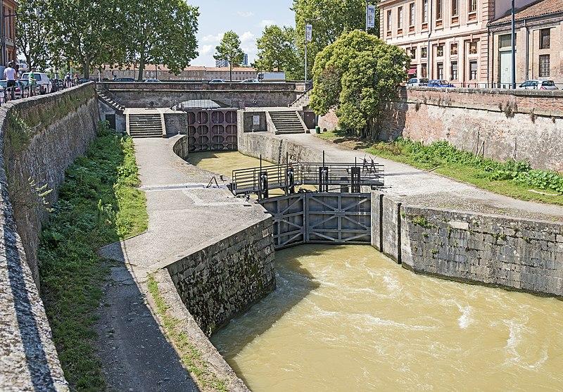 Photo du Monument Historique Ecluse double Saint-Pierre sur le Canal de Brienne situé à Toulouse