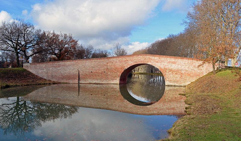 Photo du Monument Historique Canal du Midi : Pont de Deyme situé à Pompertuzat