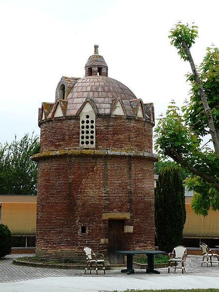 Photo du Monument Historique Pigeonnier dit colombier du Grilhon situé à Carbonne