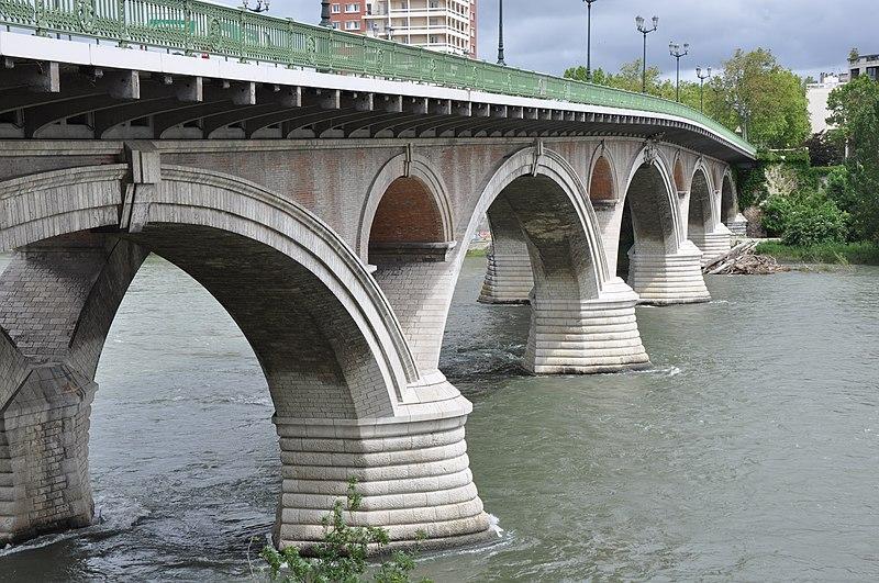 Photo du Monument Historique Pont des Catalans situé à Toulouse
