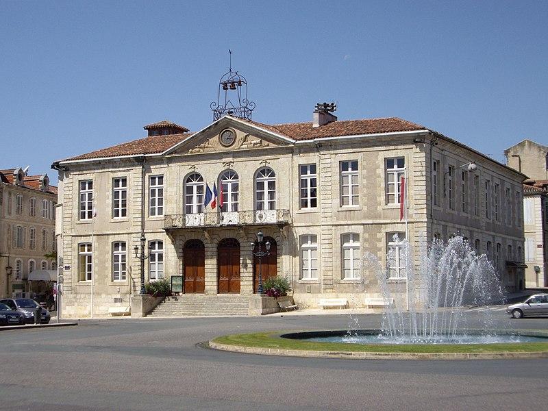 Photo du Monument Historique Hôtel de ville situé à Auch