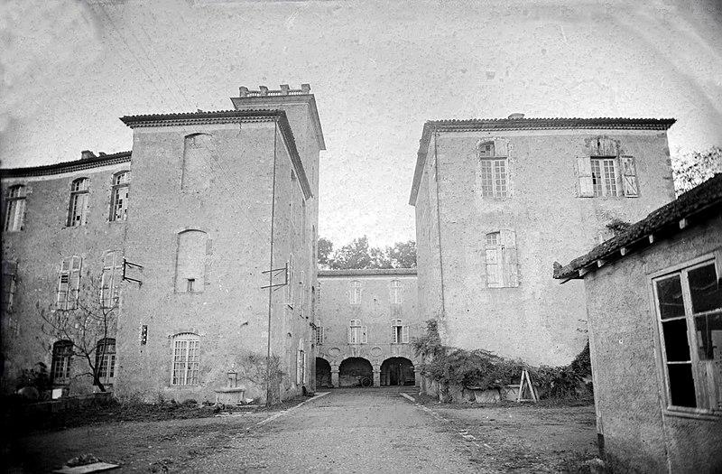 Photo du Monument Historique Château de Mazères situé à Barran
