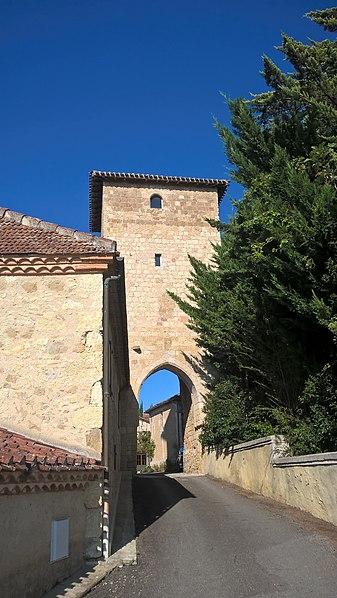 Photo du Monument Historique Tour fortifiée situé à Bazian