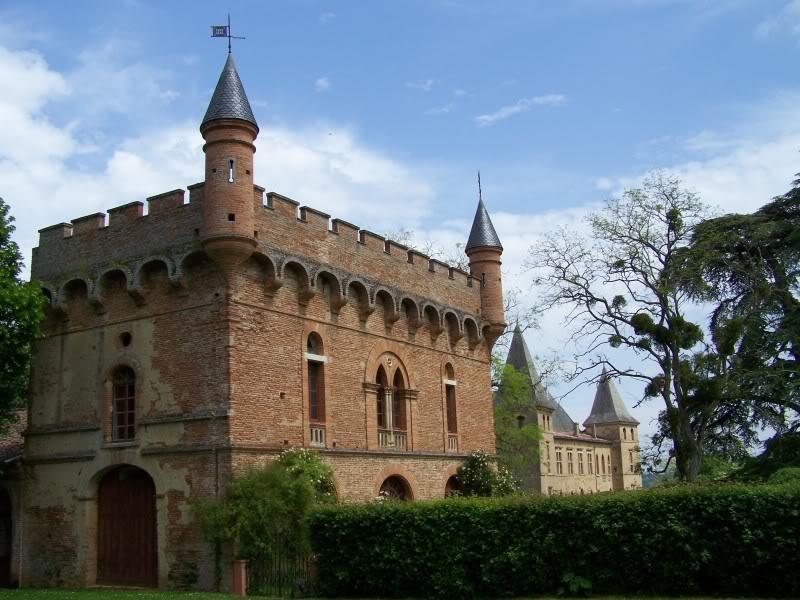 Photo du Monument Historique Château de Caumont situé à Cazaux-Savès