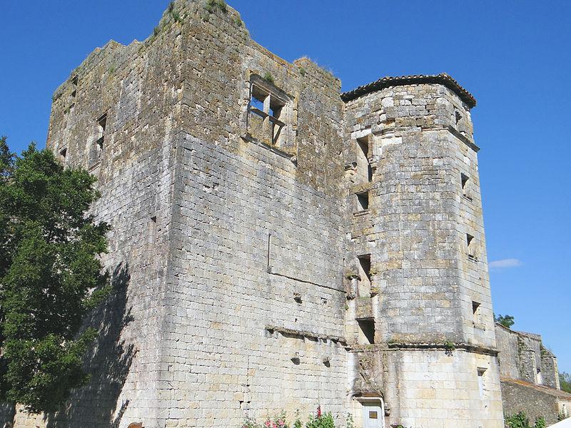 Photo du Monument Historique Ruines du château situé à Larressingle