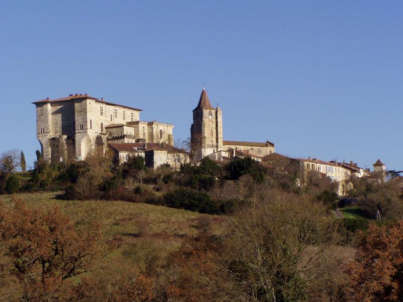 Photo du Monument Historique Ensemble des bâtiments du château situé à Lavardens