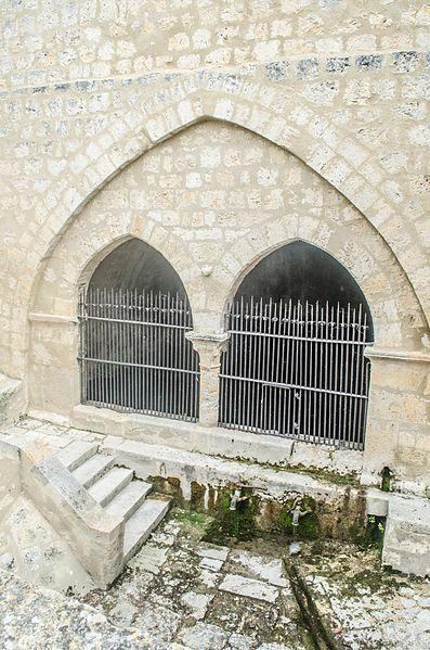 Photo du Monument Historique Fontaine du 13e siècle situé à Lectoure