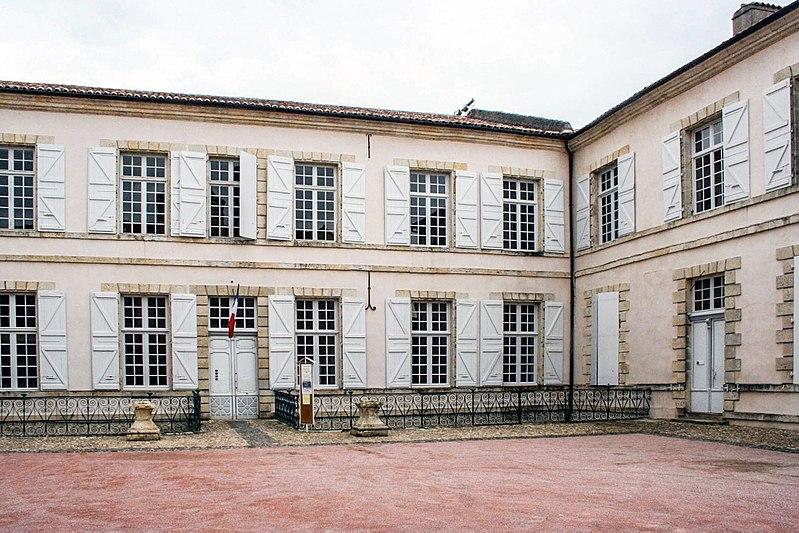 Photo du Monument Historique Mairie situé à Lectoure