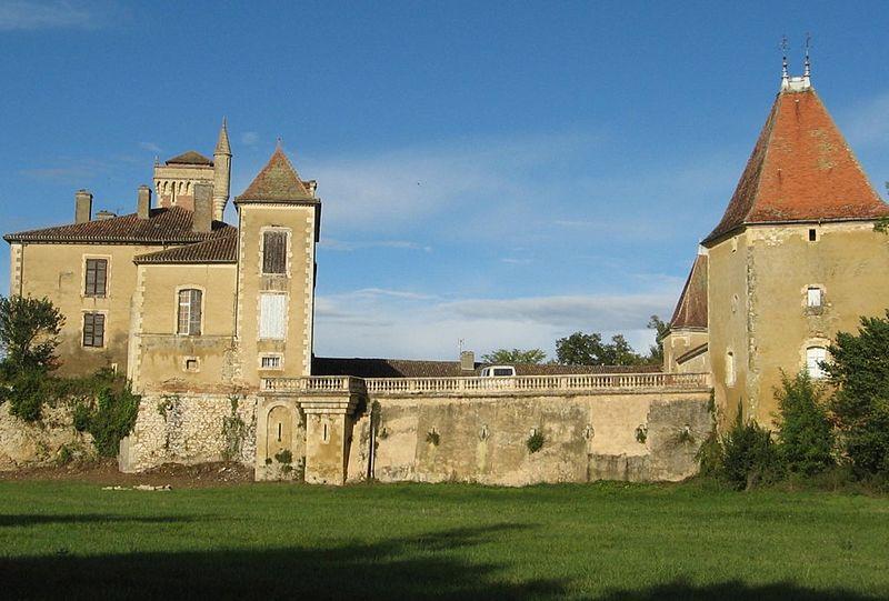 Photo du Monument Historique Château de Latour situé à Miramont-Latour
