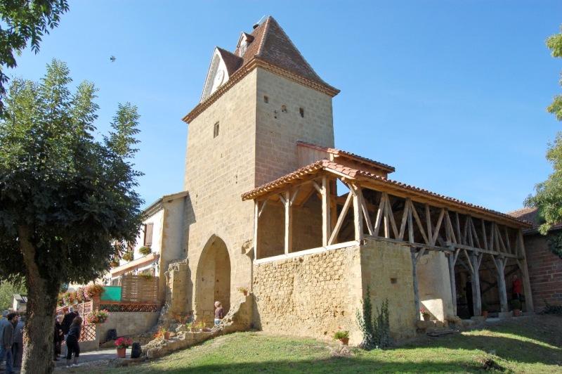 Photo du Monument Historique Porte de ville situé à Mont-d'Astarac