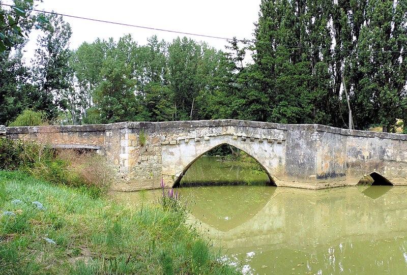 Photo du Monument Historique Vieux pont sur le Gers situé à Pavie