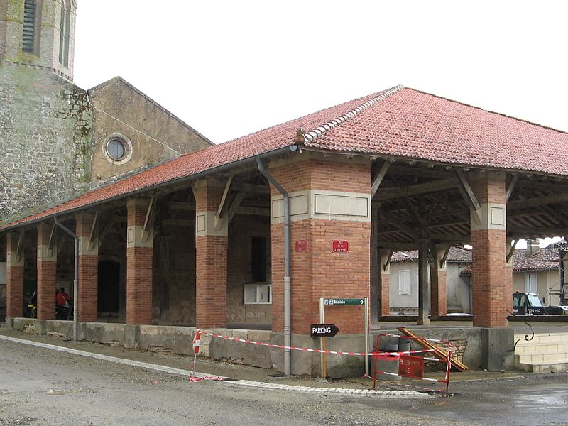 Photo du Monument Historique Halle situé à Puycasquier