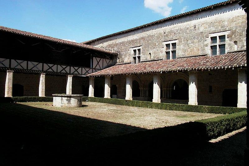Photo du Monument Historique Ancienne abbaye de Flaran situé à Valence-sur-Baïse