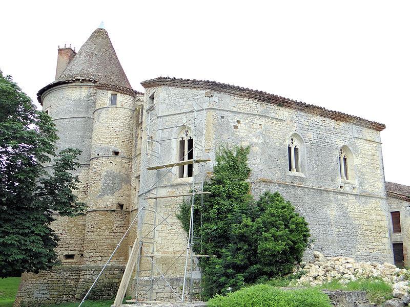 Photo du Monument Historique Château de Bouvées situé à Labrihe