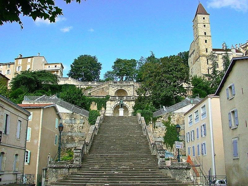 Photo du Monument Historique Escalier monumental situé à Auch