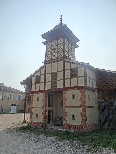 Photo du Monument Historique Domaine de la Bernisse situé à Seissan