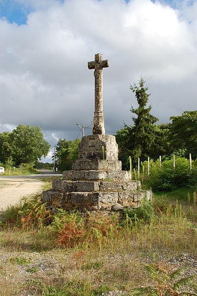 Photo du Monument Historique Croix de Villeranque situé à Avensan