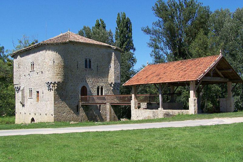 Photo du Monument Historique Moulin fortifié situé à Bagas