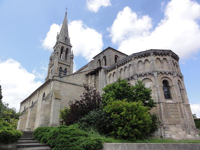 Photo du Monument Historique Eglise Saint-Pierre situé à Bassens