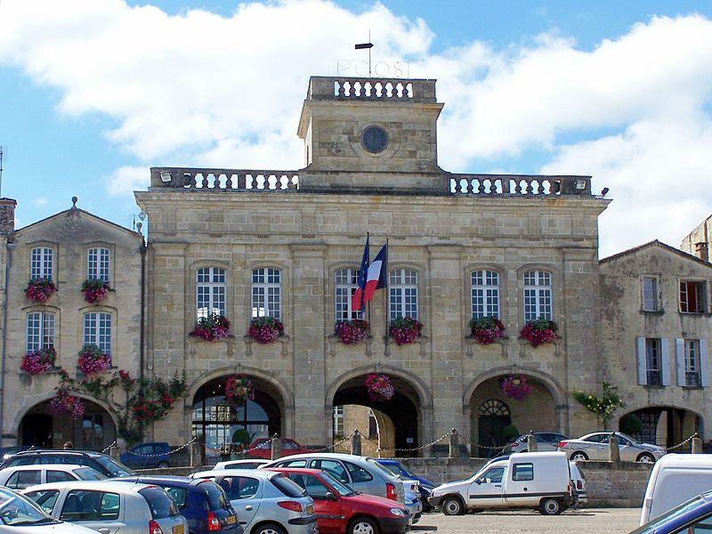 Photo du Monument Historique Hôtel de ville situé à Bazas