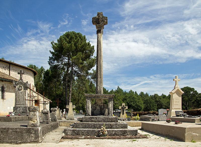 Photo du Monument Historique Croix de cimetière situé à Belin-Béliet