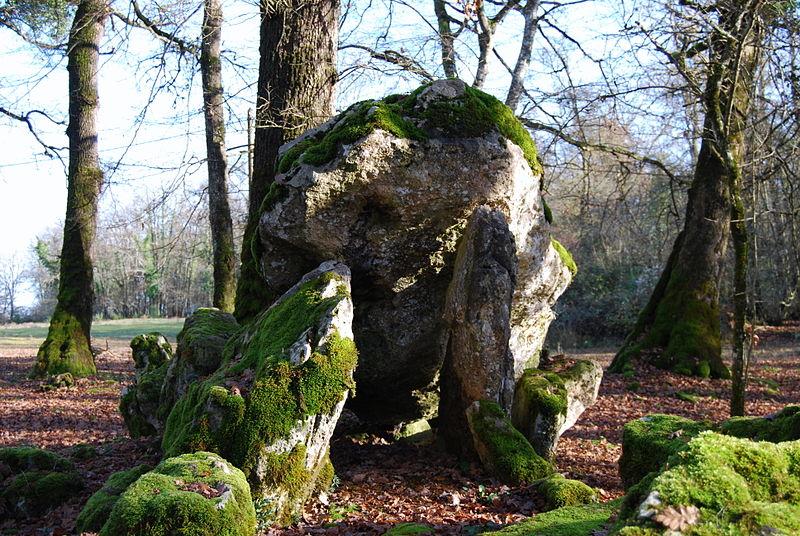 Photo du Monument Historique Dolmens situé à Bellefond