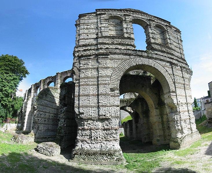 Photo du Monument Historique Restes de l'amphithéatre dit Palais Gallien situé à Bordeaux