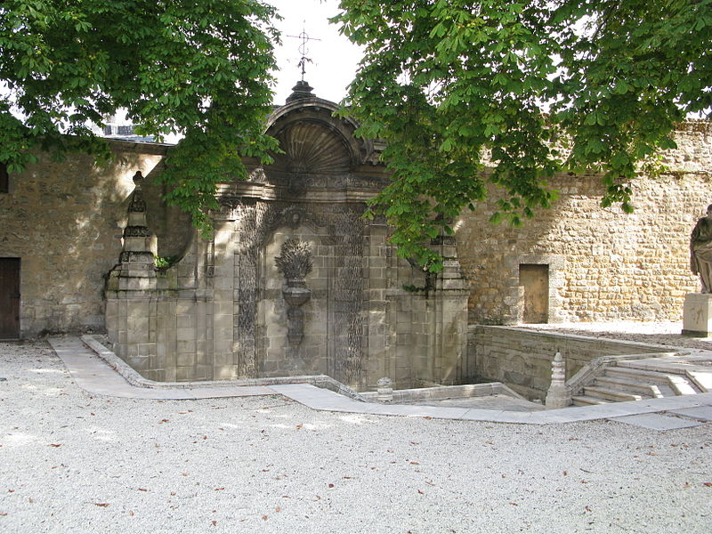 Photo du Monument Historique Fontaine Sainte-Croix, ou des Bénédictins situé à Bordeaux