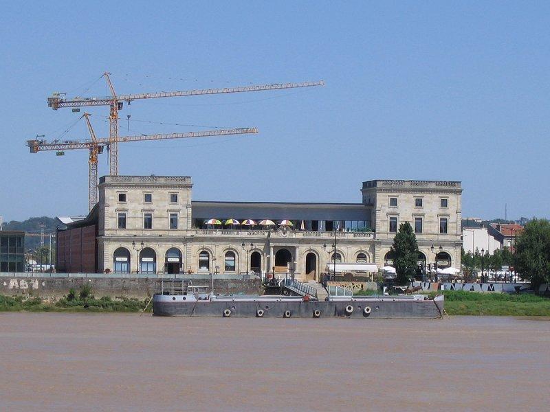 Photo du Monument Historique Gare de Bordeaux-Bastide ou ancienne gare d'Orléans situé à Bordeaux