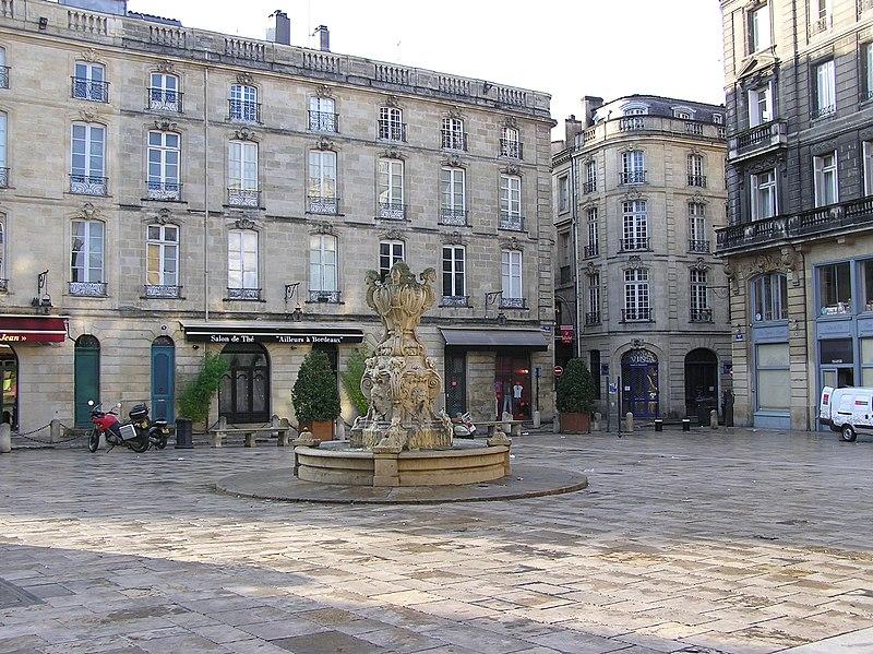 Photo du Monument Historique Place du Parlement situé à Bordeaux