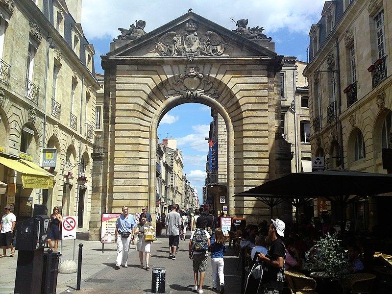 Photo du Monument Historique Porte Dijeaux (ou Dauphine) situé à Bordeaux