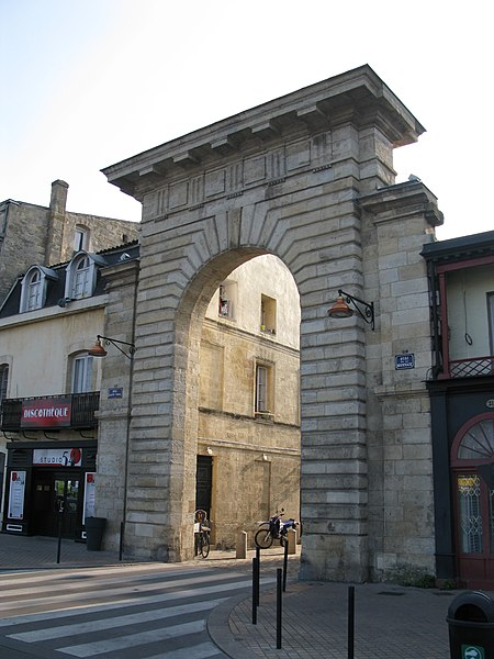 Photo du Monument Historique Porte de la Monnaie situé à Bordeaux