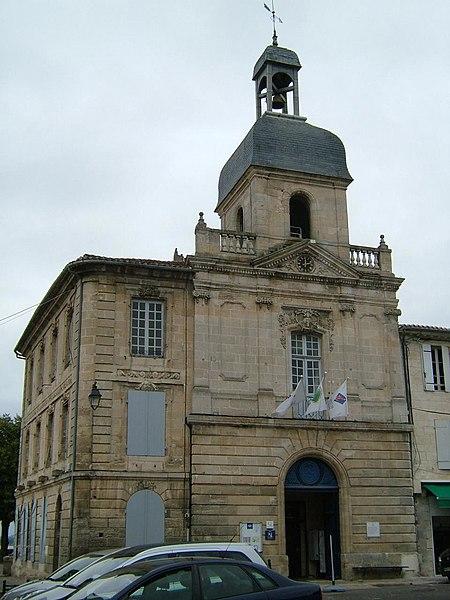 Photo du Monument Historique Hôtel de ville situé à Bourg