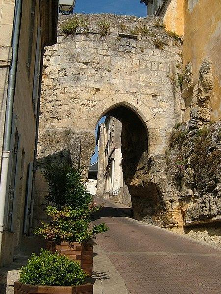 Photo du Monument Historique Porte du Port situé à Bourg