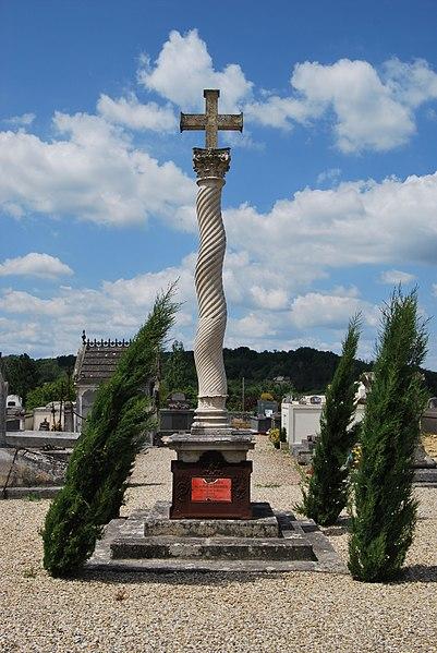 Photo du Monument Historique Croix du cimetière situé à Branne