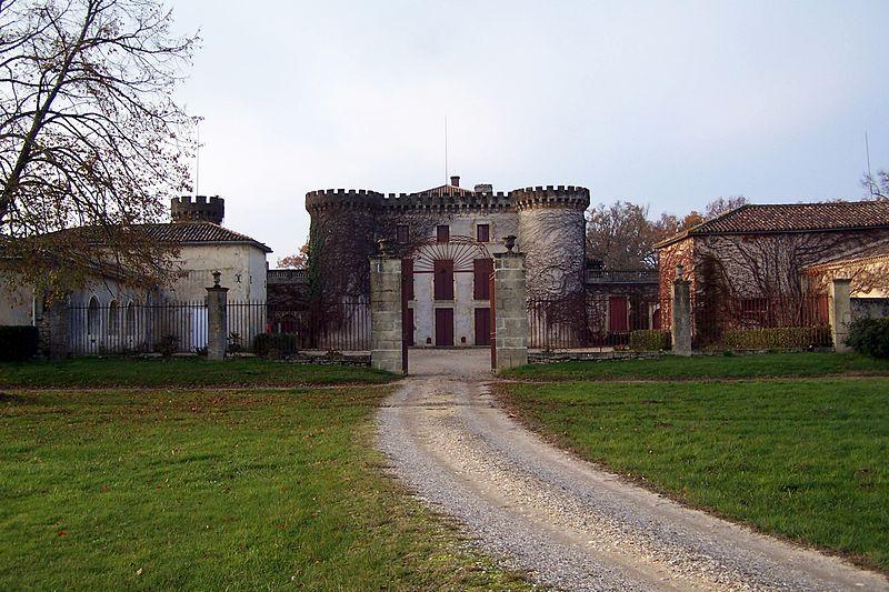 Photo du Monument Historique Château du Mirail situé à Brouqueyran