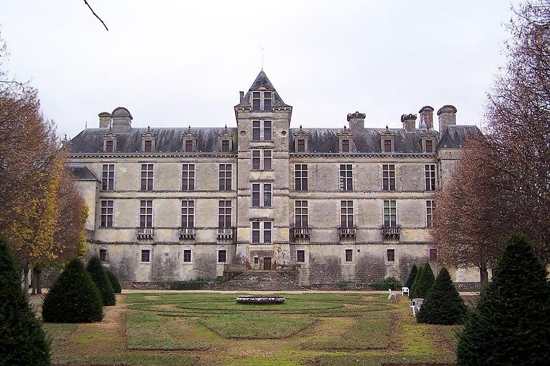 Photo du Monument Historique Château des Ducs d'Epernon, actuellement Musée historique et iconographique situé à Cadillac