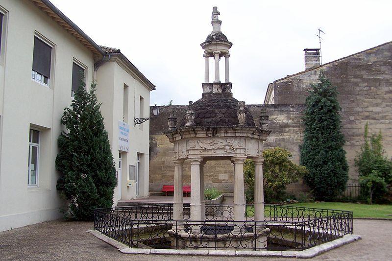Photo du Monument Historique Puits dit de Henri IV situé à Coutras