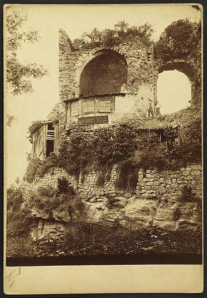 Photo du Monument Historique Ruines du château des Quatre-Fils-Aymon situé à Cubzac-les-Ponts